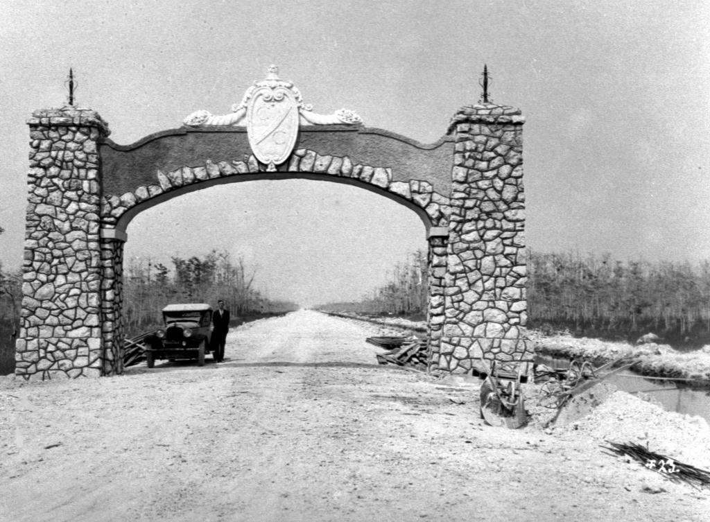 tamiami trail arch